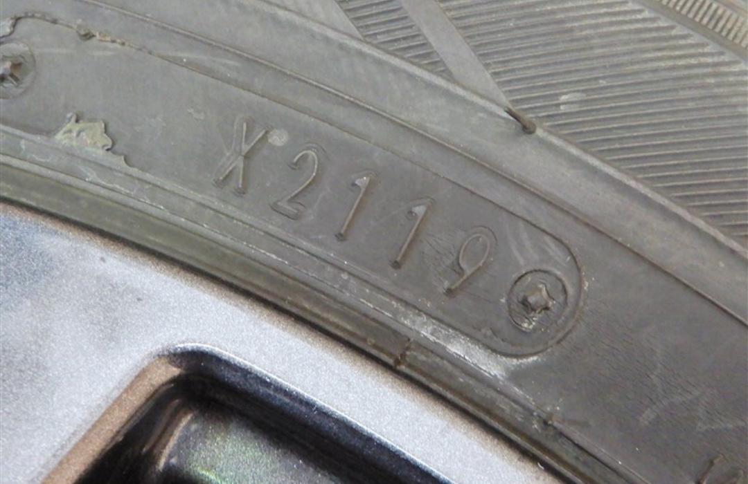 タイヤの製造年を確認する